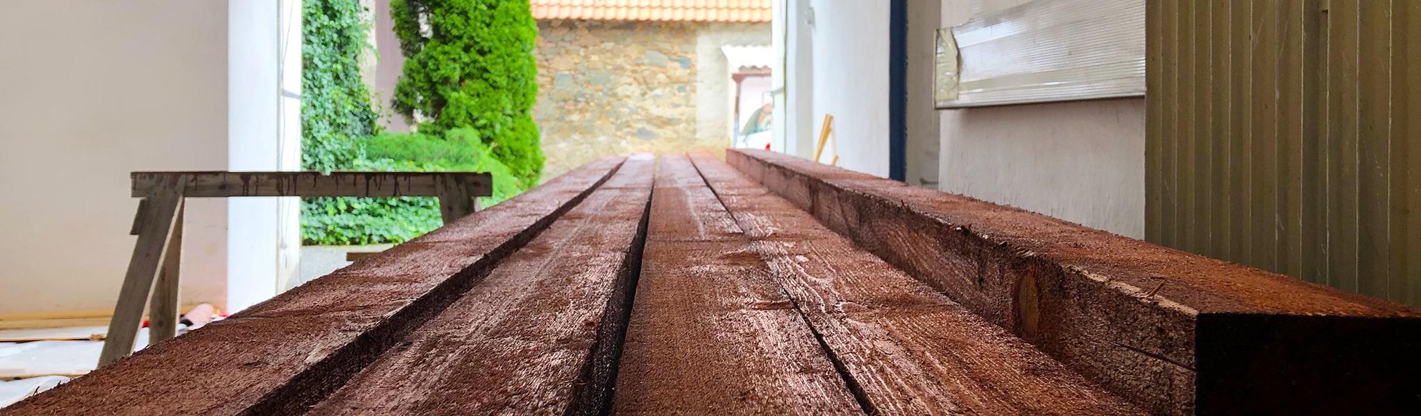 Ošetření dřeva, moření dřeva a uskladnění